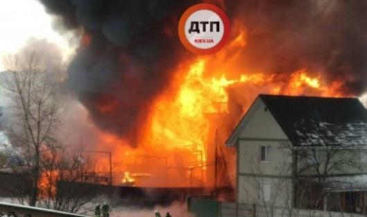 ВКиеве вжилом доме кошмарный пожар: появились ужасные фото